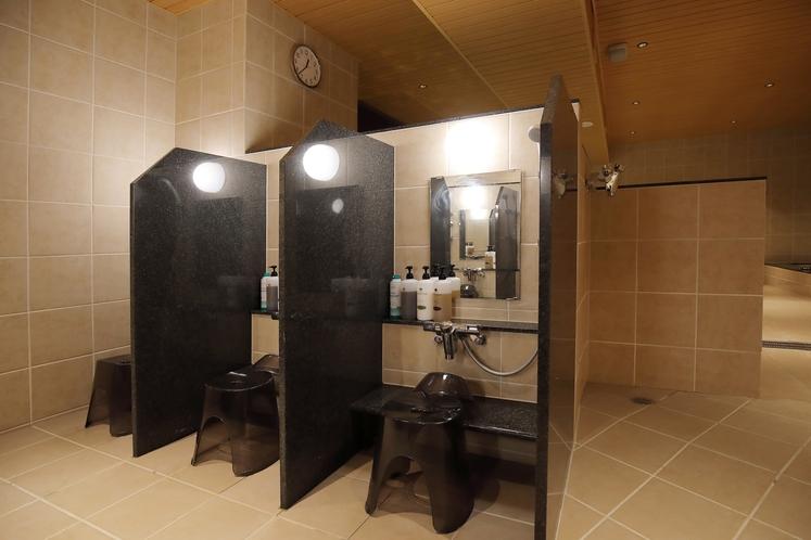 男性専用大浴場「サウナ亀の家」 洗い場 水量・水圧にしっかりこだわり!