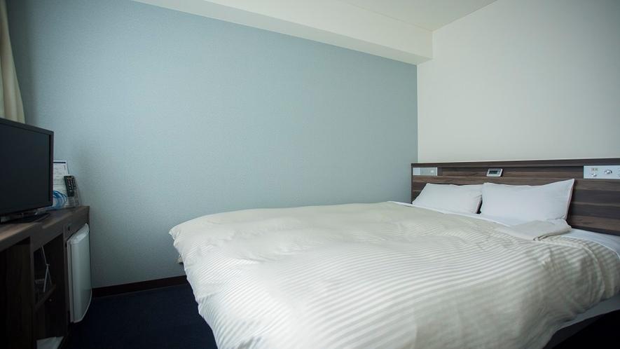 ダブルルーム(広さ13㎡/ベッド幅160cmのクイーンサイズ)