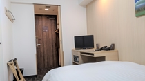 ダブルルーム14㎡ サータ社製ベッド1台
