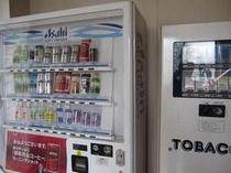 1階には自動販売機・たばこ販売機あります。