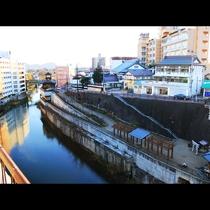 【景観】全室から望める「摺上川」。川越しに飯坂温泉郷が広がっています