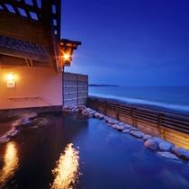 隣接の鴨川グランドホテル内、貸切露天風呂(有料)
