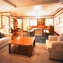 32階ロイヤルスイートルーム「ホワイト・ブリーズ」リビングルーム