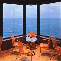 最上階33階 スカイラウンジ「ハッピートーク」