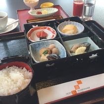【朝食一例】バイキング、もしくは定食(和食・洋食・お粥)になります
