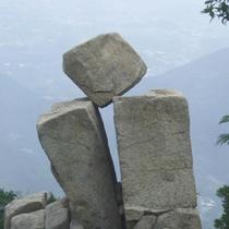 【御在所岳】自然がつくった不思議な岩「奇岩珍岩」に出合えます