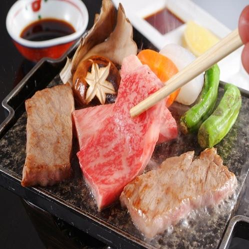 【夕食】和牛石焼