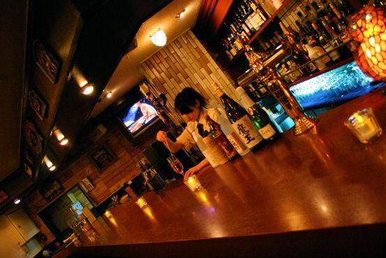 焼き鳥酒場 団 バーカウンター