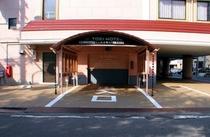本館駐車場カーリフト入口