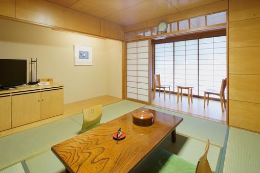 新館和室8畳(シャワー・トイレ付き)
