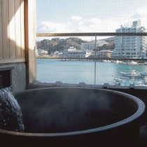 新館 季和海(ときなごみ)和室12畳 桧内風呂と陶器の露天風呂