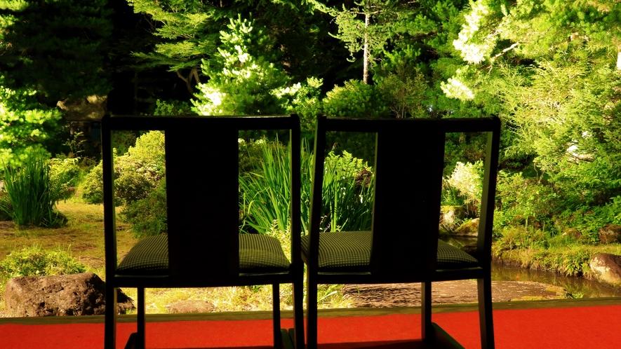 中庭(池畔亭より)夜