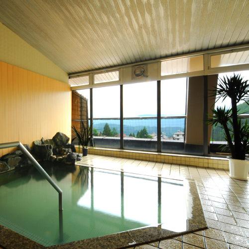 お風呂は宿の展望風呂と無料で廻れる13の外湯巡り