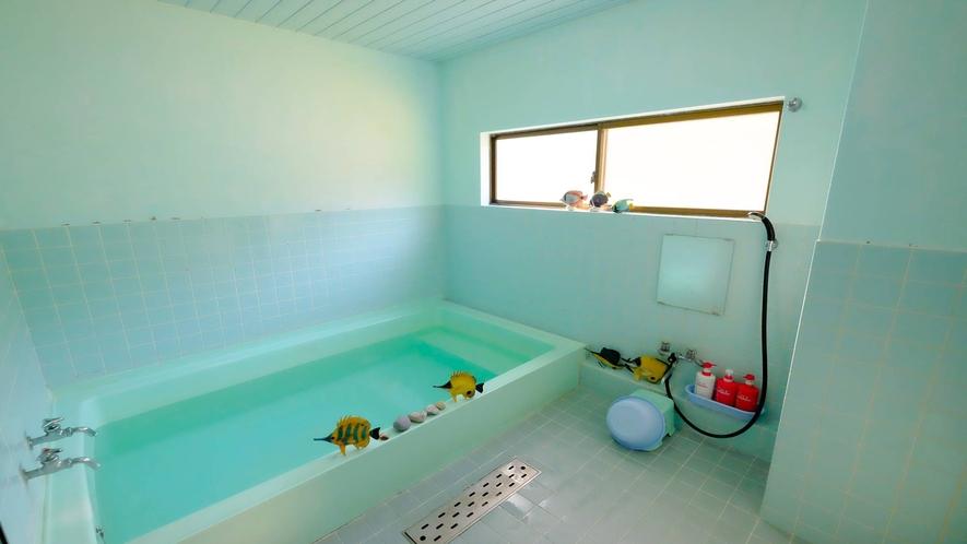 *お風呂(一例)男女別のお風呂が1ケ所ずつございます。(c)2020一社)八丈島観光協会