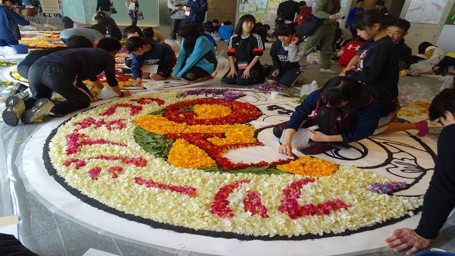 *フリージアインフィオラータ・プロジェクションマッピング 美しい花の絨毯 一社)八丈島観光協会
