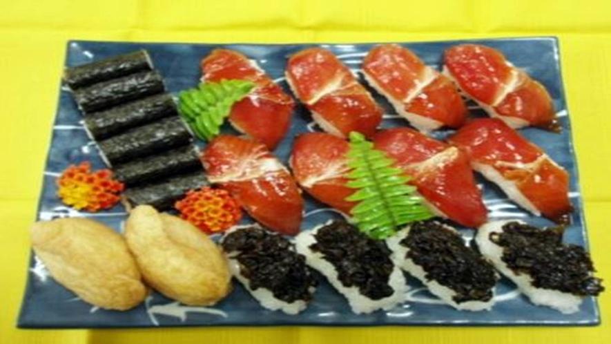 【八丈島寿司】 特徴はシャリが甘め、中にカラシで魚が醤油付けと、1度食べたらはまってしまう味!