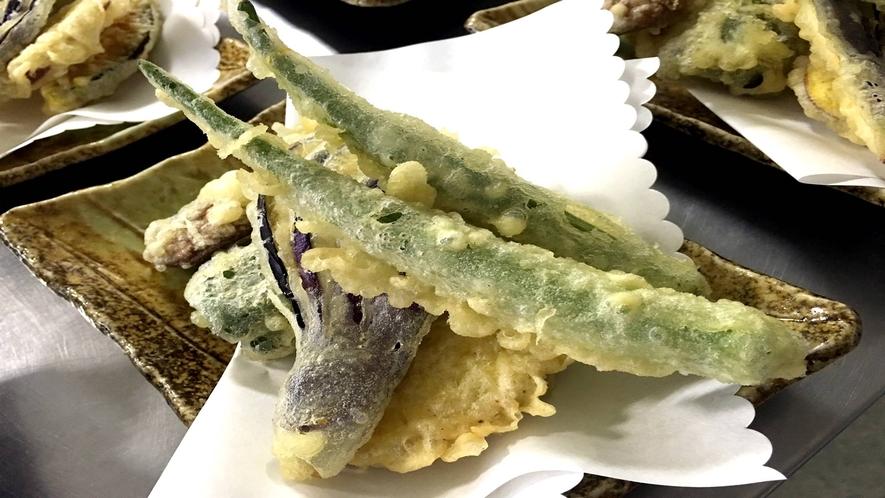 *[お料理一例]食材はその日までのお楽しみ♪島で獲れた野菜や明日葉などの天婦羅