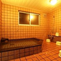 広々とした浴槽で旅の疲れを癒してください。