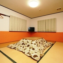 落ち着いた雰囲気の和室に案内いたします。