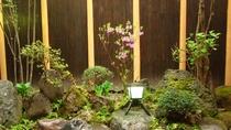 *【中庭】会津の安産の神様おんば様のお顔が浮き出ている庭石があります。ぜひご覧ください♪