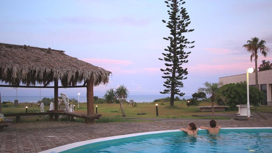 <夕焼けプール>プールでゆっくりと過ごすのもおすすめ♪
