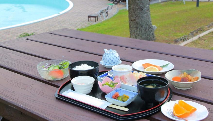 <朝食一例>テラス席で食べる朝食も人気☆