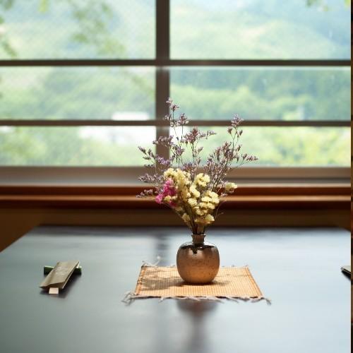料亭席でこだわりのお食事をお楽しみください
