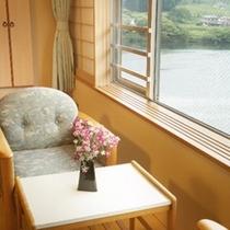 阿賀野川を望む客室
