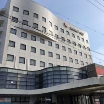 【外観】三河田原駅徒歩5分・神戸駅徒歩5分の好立地。