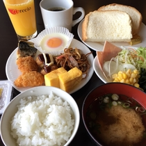 朝食は和洋折衷の豊富なメニュー♪