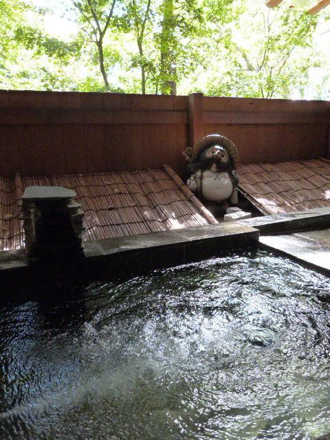 露天風呂です。24時間入浴可能。お部屋ごとの完全貸切制。満室の日にはチェックイン時の予約制となります