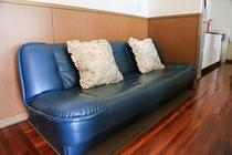 リビングにはソファベッドもあります