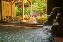 天然温泉の内湯(秋)