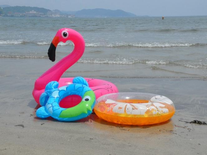 由比ヶ浜と浮き輪