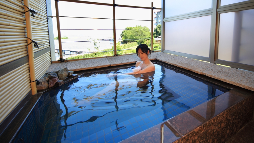 露天風呂付き客室「萬葉」露天風呂