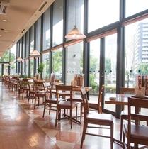 ファミリーレストラン「CASA」(※テナント)