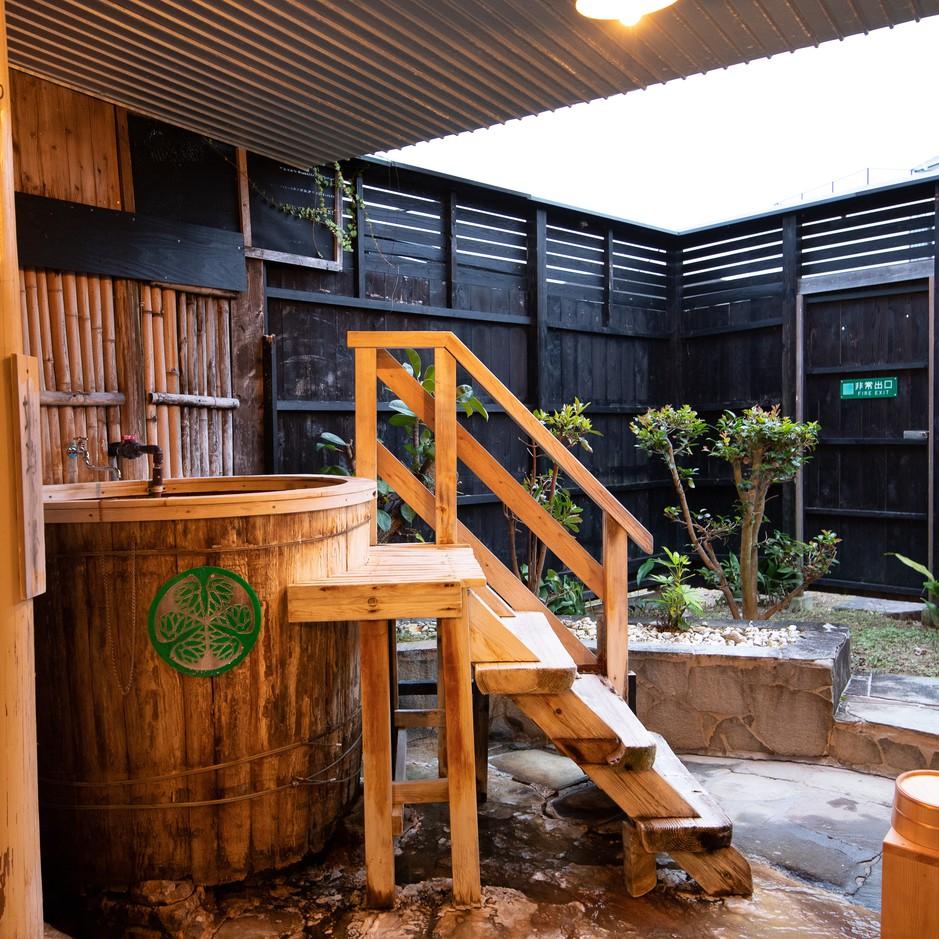 【お部屋】準特別室の温泉(樽風呂)
