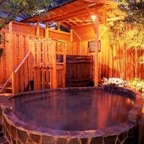 女湯の露天風呂 柿乃葉の湯