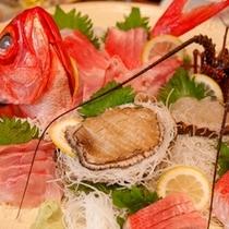 あわび、伊勢海老、金目鯛のお刺身&しぶしゃぶセットがメインのCIコース(写真は3~4名様分)