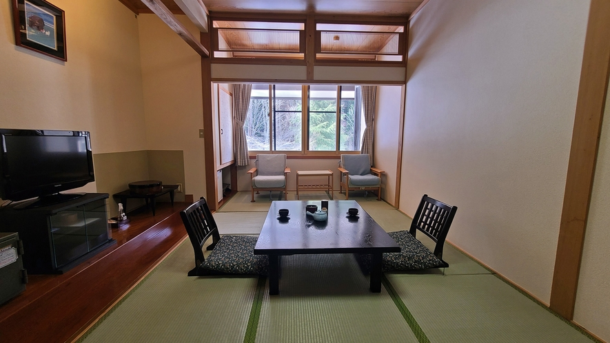 【本館8畳】リーズナブルにご利用いただけるお部屋です