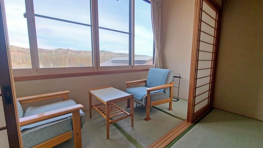 【本館12畳】全室2階のお部屋タイプです。雫石の自然を眺めてゆっくりお過ごしください。