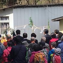 2017.4に登山道がオープン。写真はその時の祈願祭の様子。