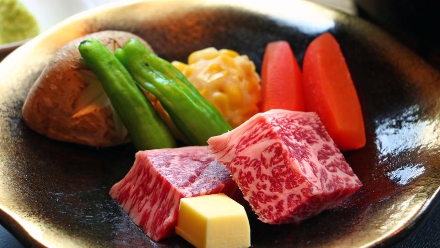 《雫石牛ステーキ》豊かな自然でのびのびと育てられ、日本一に輝いた岩手県産和牛