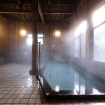 *内湯/檜の香り漂い癒される総檜造りの内湯