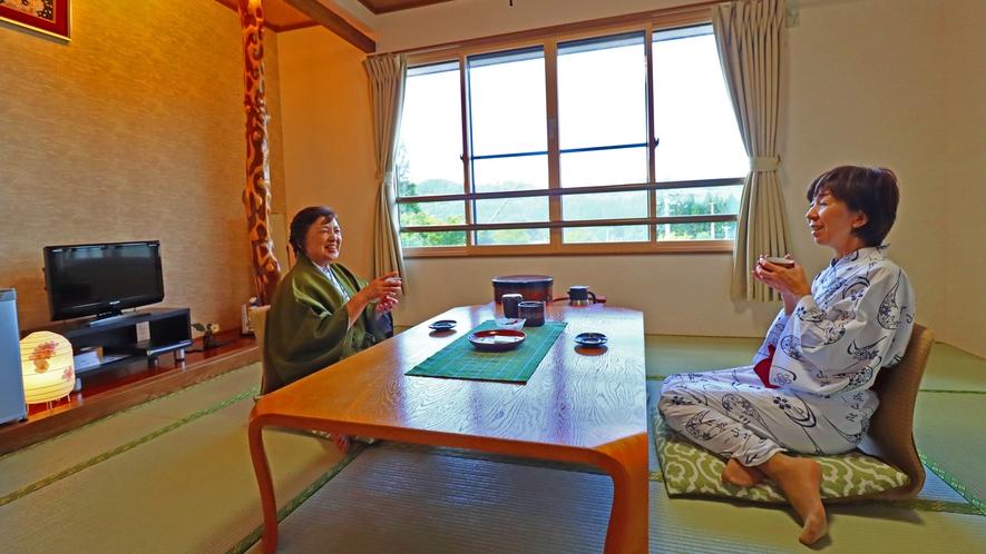 客室ではゆったりお茶を飲みながら寛ぎのお時間をお過ごしください