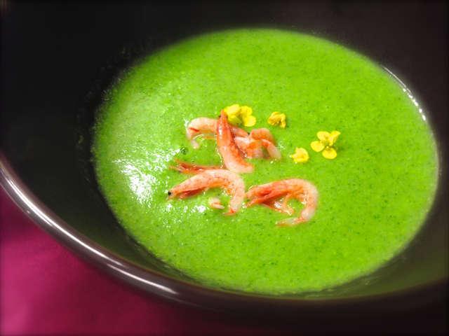 季節野菜を彩りスープに。