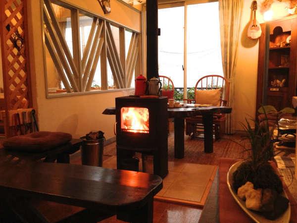 冬のあったかさをお楽しみください。薪の燃える音、香りも格別です。