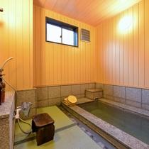 """*貸切風呂""""駒草""""/草津温泉最大級の湯畑源泉をひいた天然温泉。その効能をごゆっくりご堪能下さい。"""