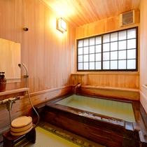 """*貸切風呂""""石楠花""""/井草の香りが薫る天然の畳を敷いたお座敷風呂。足元が滑らないのも◎"""