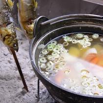 *お夕食一例/地元の清流で水揚げされた川魚をシンプルに直火焼き。体の芯まで温まるお味噌汁も人気◎